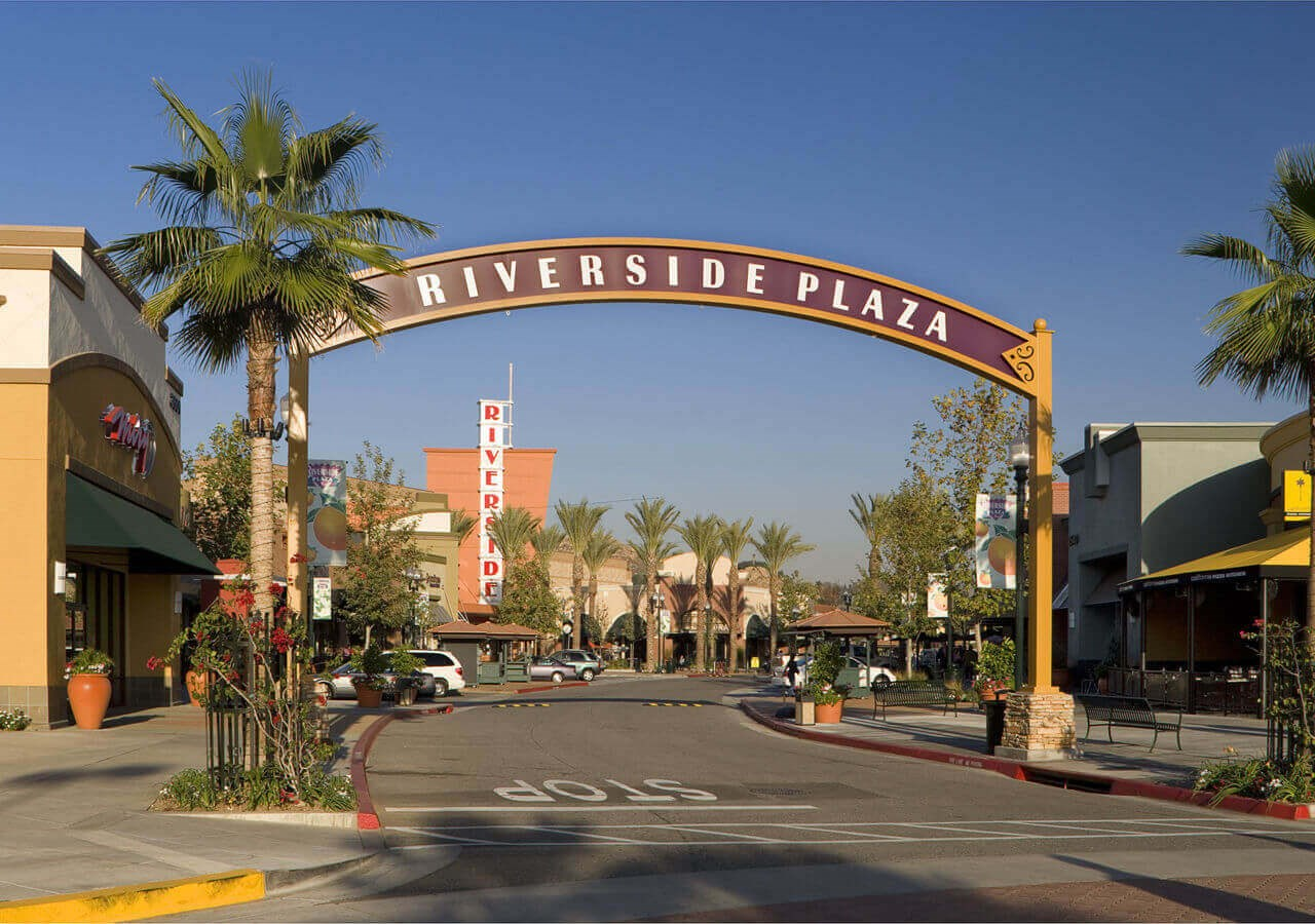 Image of Riverside Plaza