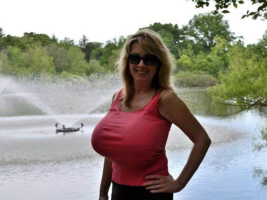Pictures Of Xl Breast Women 104