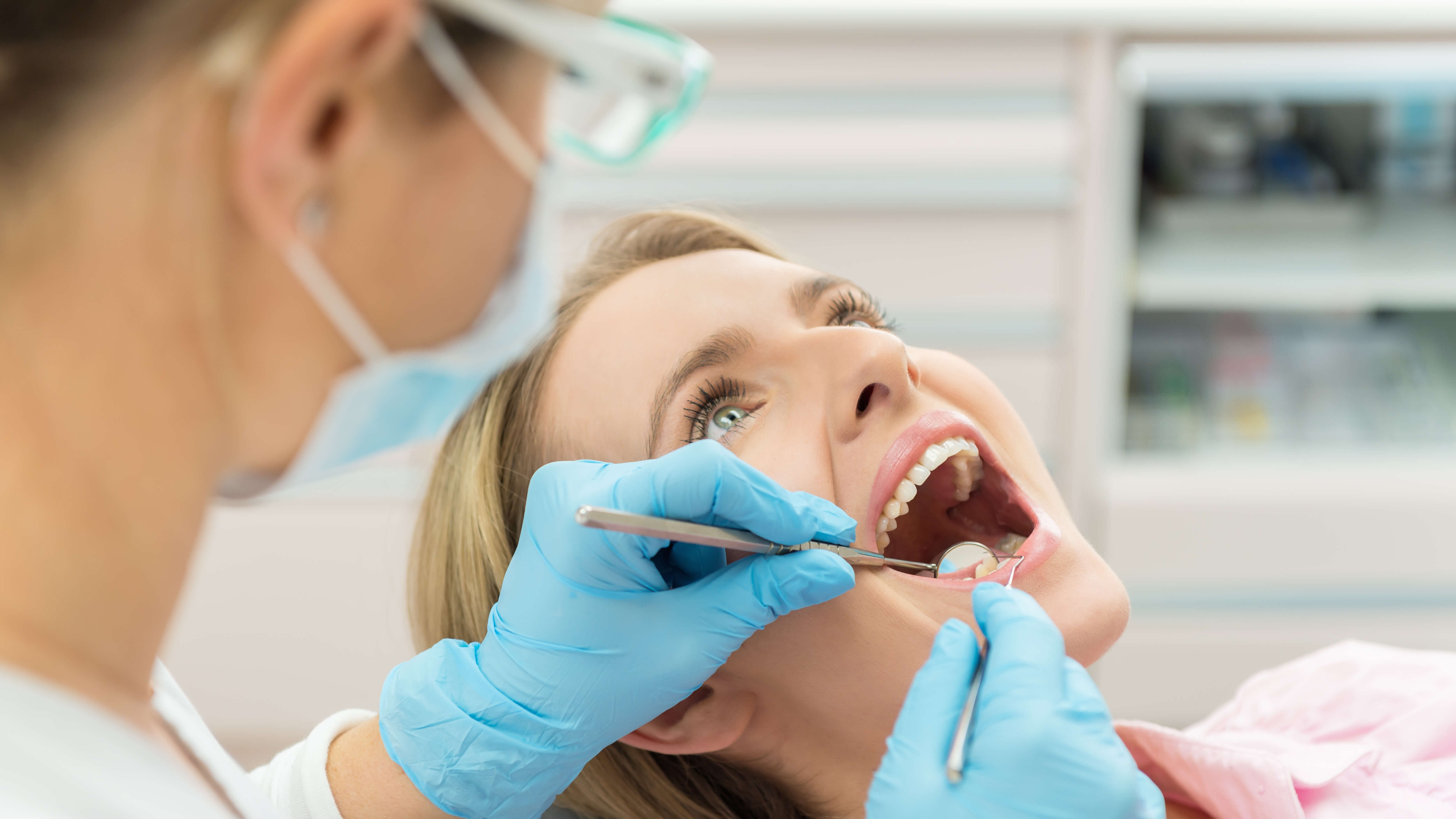 Know The Signs: Five Early Symptoms of Gum Disease